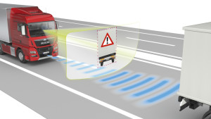 MAN's new generation of the EBA emergency braking system combines information from the radar sensor in the front end and from the windscreen-mounted camera. This sensor fusion allows the system to make trustworthy interpretations of situations on the road. Vehicles in front and stationary obstructions can be identified faster and with greater certitude. The system thus gains time to initiate emergency braking earlier if so required. In an emergency the vehicle can thus shed more speed and come to a halt some valuable metres sooner. DE: Die neue Generation des Notbremssystems Emergency Brake Assist EBA von MAN kombiniert die Informationen aus Radarsensor in der Fahrzeugfront und Kamera in der Frontscheibe. Durch diese Sensorfusion kann das System komplexe Verkehrsszenarien zuverlässiger interpretieren. Vorausfahrende Fahrzeuge und stehende Hindernisse können schneller und mit höherer Sicherheit identifiziert werden. Dadurch gewinnt das System Zeit, um bei Bedarf früher eine Notbremsung auszulösen. Das Fahrzeug kann dadurch im Notfall mehr Geschwindigkeit abbauen, und wertvolle Meter früher zum Stehen kommen. UK: MAN's new generation of the EBA emergency braking system combines information from the radar sensor in the front end and from the windscreen-mounted camera. This sensor fusion allows the system to make trustworthy interpretations of situations on the road. Vehicles in front and stationary obstructions can be identified faster and with greater certitude. The system thus gains time to initiate emergency braking earlier if so required. In an emergency the vehicle can thus shed more speed and come to a halt some valuable metres sooner.